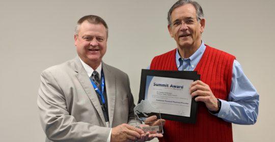Dr. Feldmeyer Receives the 2017 Summit Award for Customer Focused Provider